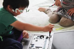 子ども達は、分解が大好き!今回はノートパソコン。