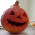 まだ間に合う!ハロウィンのお化けかぼちゃ「ジャック・オー・ランタン」を手作り♪ お役立ちアイテムは、同じく秋が旬のアレに使う・・・