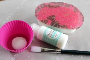 デコパージュ石鹸:専用のりを塗りますよっ