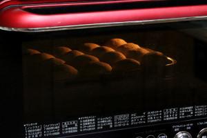 冷蔵庫で夜発酵の「ちぎりパン」を、朝焼きますよ~