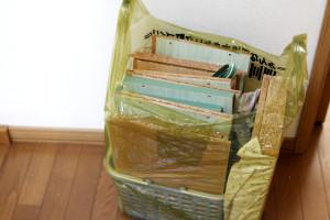 カラーボックス。分解したら45Lゴミ袋に収まりました。