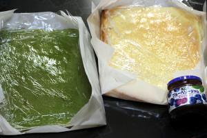 2色のロールケーキ生地で「北海道新幹線ケーキ」☆この色は・・