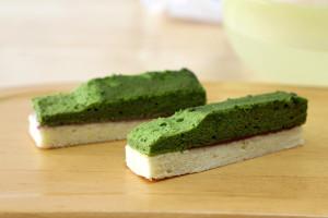 2色のロールケーキ生地で「北海道新幹線ケーキ」☆細長くカットしたらできあがり♪