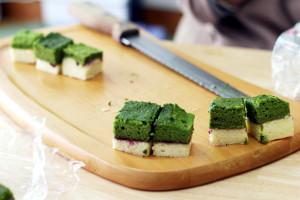 2色のロールケーキ生地で「北海道新幹線ケーキ」☆ただ3色になっているだけでも雰囲気が♪