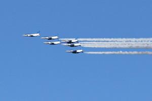 北海道新幹線開業イベント、ブルーインパルスのアクロバット飛行♪