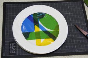 低学年の自由研究に★紙皿とカラーセロファンで、ステンドグラスのような飾り♪ その9