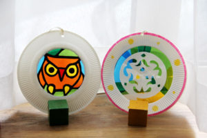 小学校低学年の自由研究にっ♪ 「紙皿&セロファンdeつるし飾り」の試作をしました(^^)